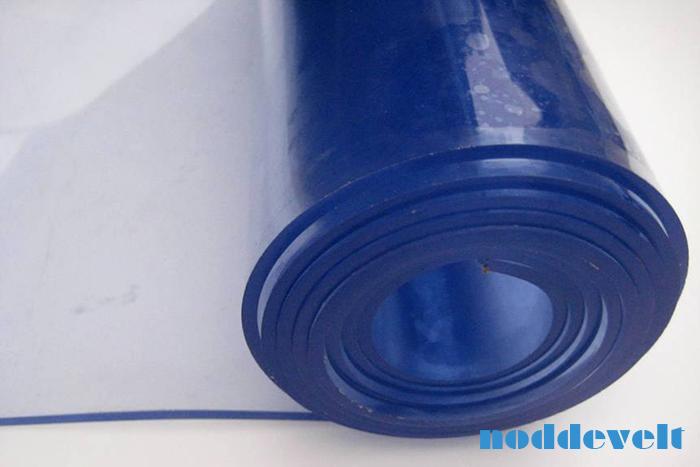 Transparant blauwe pvc op rol